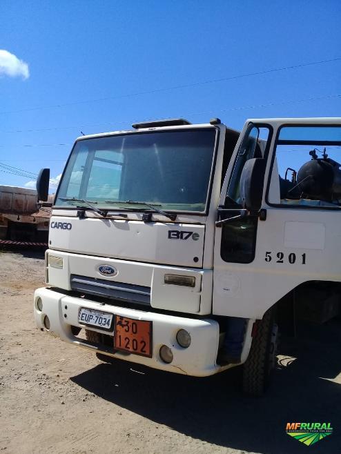 Caminhão Ford C 1317e ano 11