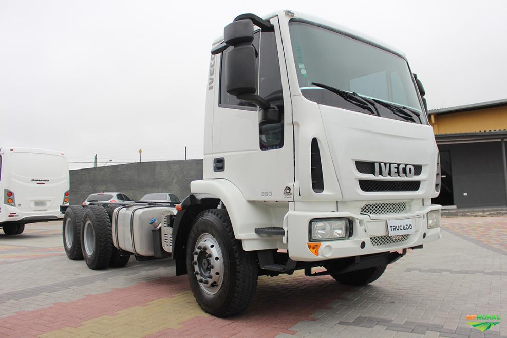 Caminhão Iveco 260E28 ano 14