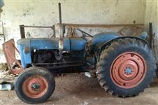 Trator fordson Relíquia 4x2 ano 59