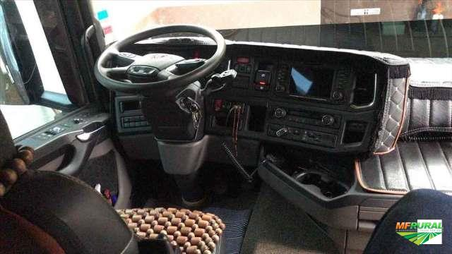 Caminhão Scania R 540 ano 18