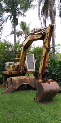 Escavadeira de Pneus Case Poclain