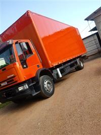 Caminhão Iveco Baú ano 09