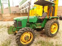 Trator John Deere 5303 4x2 ano 09