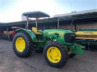 Trator John Deere 5085 4x4 ano 12